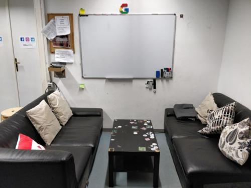 Couches und Whiteboard